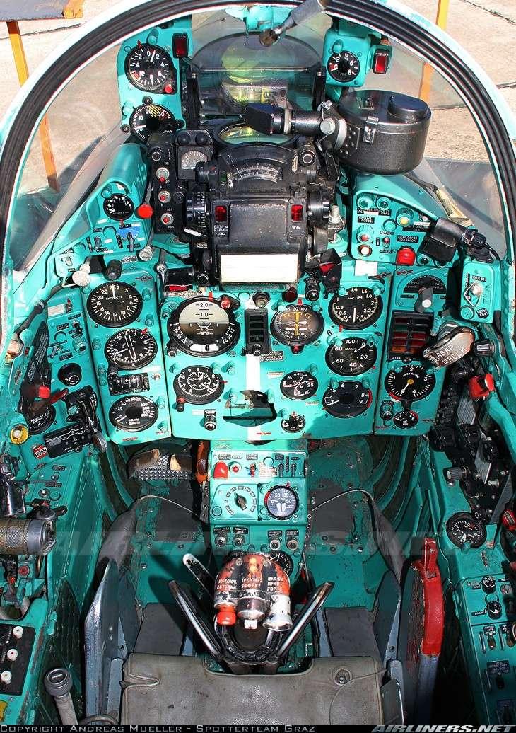 """MiG-25 PD/PDS """"Foxbat"""" (Kitty Hawk) 15456110"""
