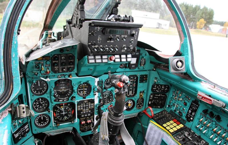 """MiG-25 PD/PDS """"Foxbat"""" (Kitty Hawk) Cockpi10"""