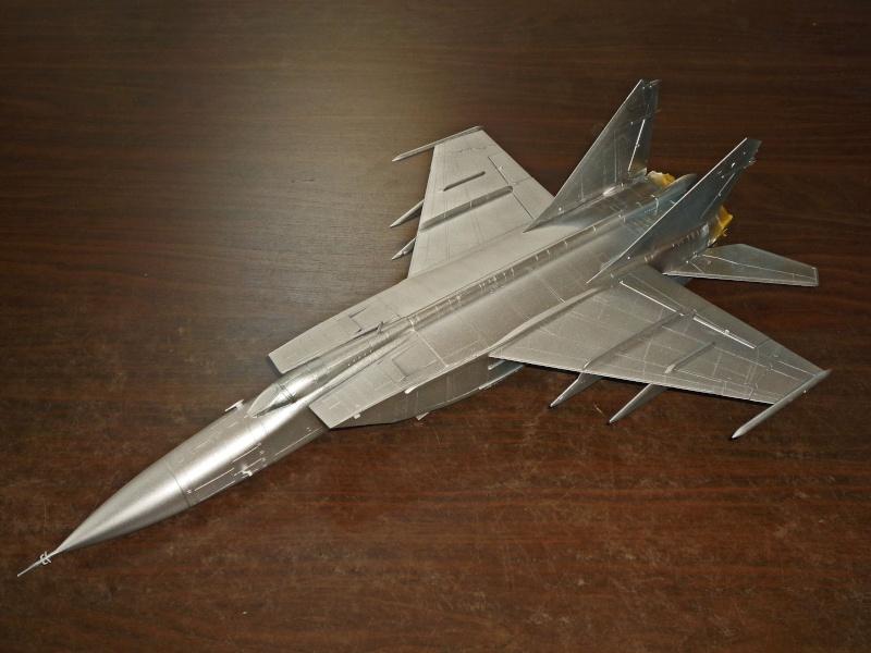 """MiG-25 PD/PDS """"Foxbat"""" (Kitty Hawk) - Page 2 P1090221"""