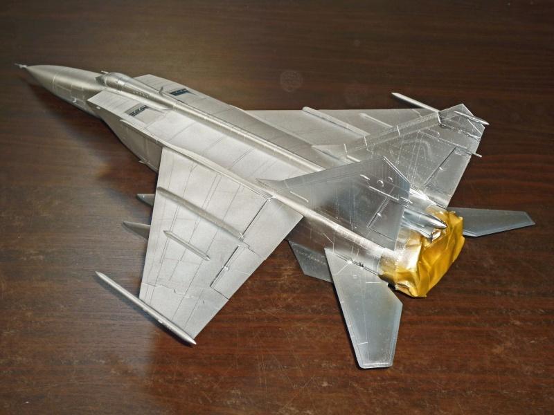 """MiG-25 PD/PDS """"Foxbat"""" (Kitty Hawk) - Page 2 P1090222"""