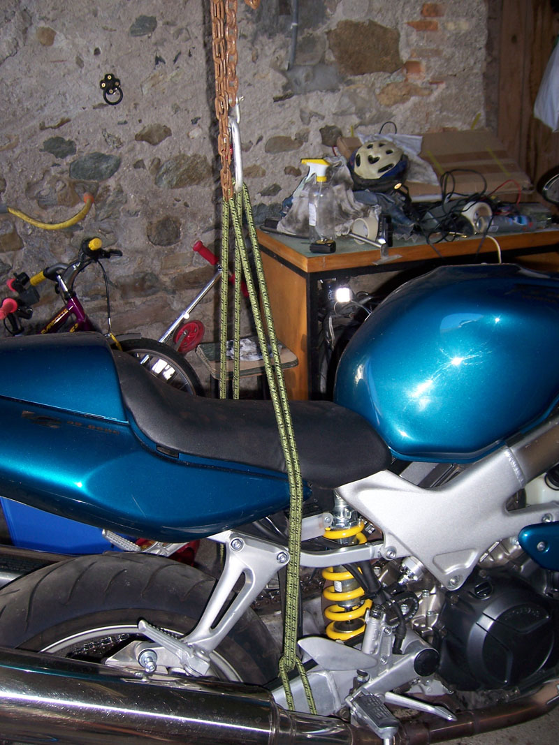 soulever sa moto ? (cric, chariot ...etc...) - Page 3 100_4517