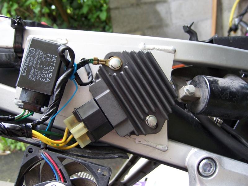 [Résolu] VTR 1000 F - Problème de charge 100_4620