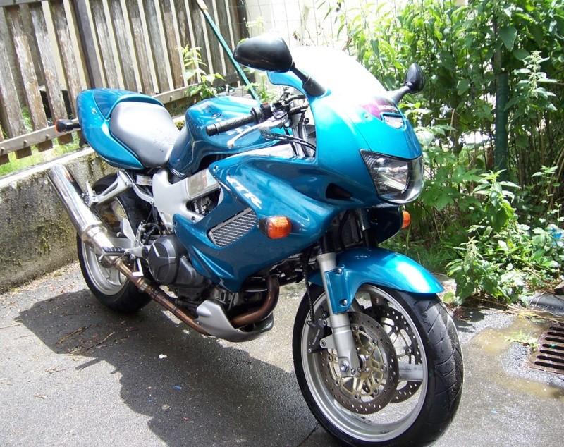 [plus à vendre pour l'instant] Honda VTR 1000 F Firestorm 2001 34000kms 100_4621