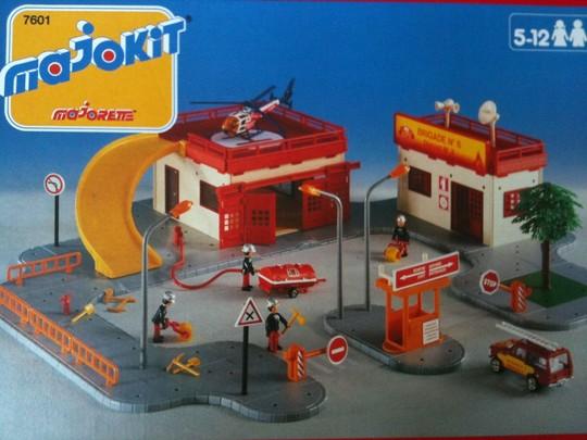 N°7601 - la caserne de pompier avec rampe Image10