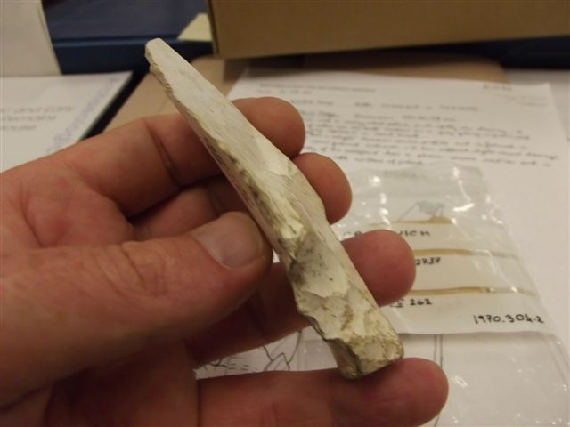 Upper Palaeolithic point. Upper_16