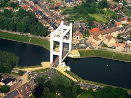 Un pont enjambant le canal Bruxelles-Rupel s'effondre Images10