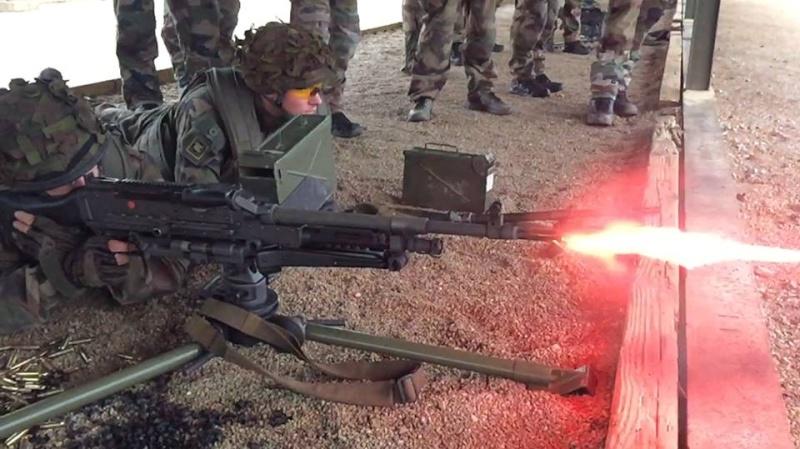 D'un calibre OTAN de 7,62x51mm, la MAG58 est alimentée par bande de munitions de 100 à 200 coups. 8eme_r10