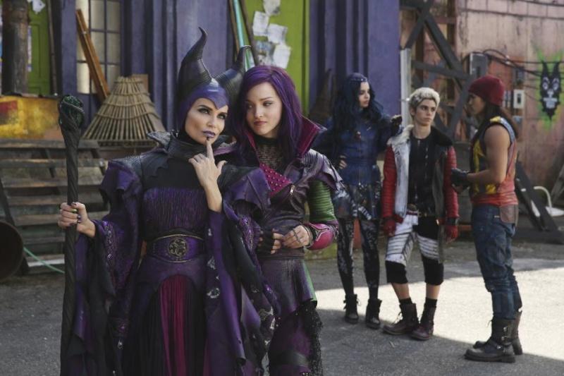 Descendants [Disney Channel - 2015] - Page 3 Bq_ic910