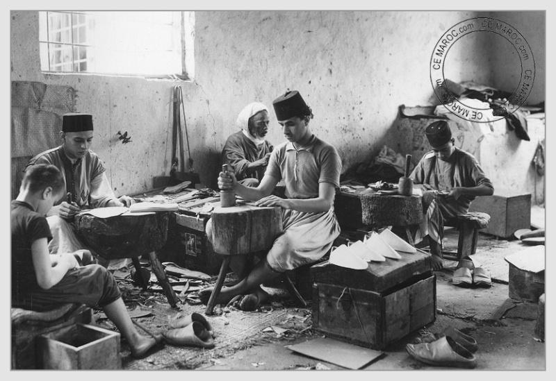 Fez : les tanneurs et l'artisanat du cuir. 01-14510