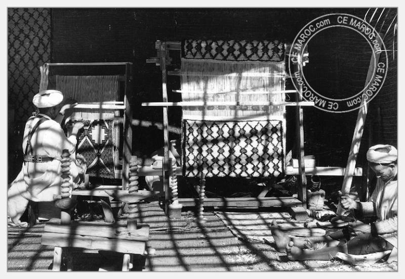 Fez : exposition d'artisans, tapis et broderie. 01-18910