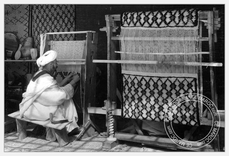 Fez : exposition d'artisans, tapis et broderie. 02-19010
