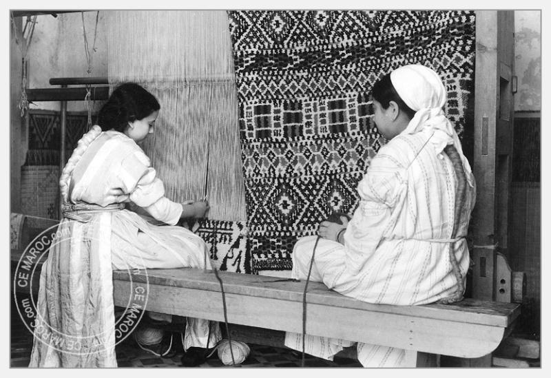 Fez : exposition d'artisans, tapis et broderie. 05-19310