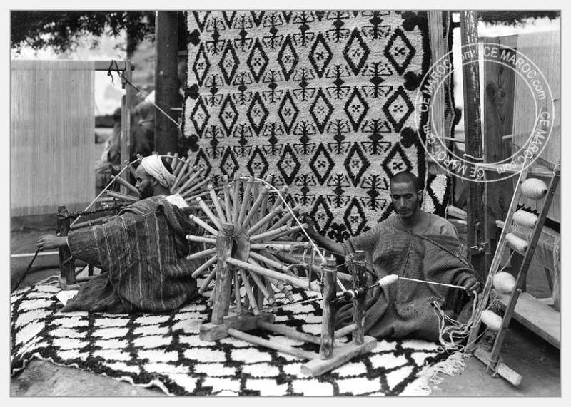 Fez : exposition d'artisans, tapis et broderie. 07-19510