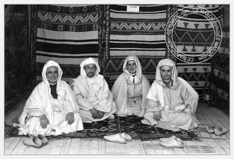 Fez : exposition d'artisans, tapis et broderie. 08-19710