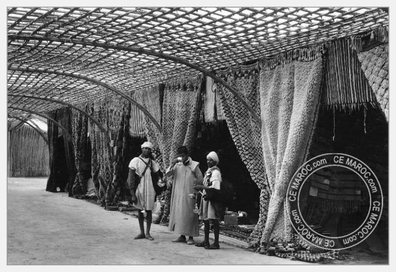 Fez : exposition d'artisans, tapis et broderie. 09-19810