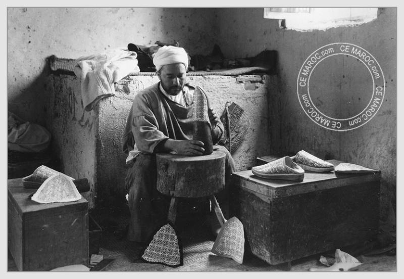 Fez : les tanneurs et l'artisanat du cuir. 14610