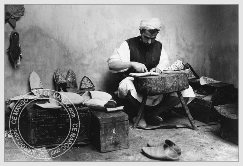 Fez : les tanneurs et l'artisanat du cuir. 14710
