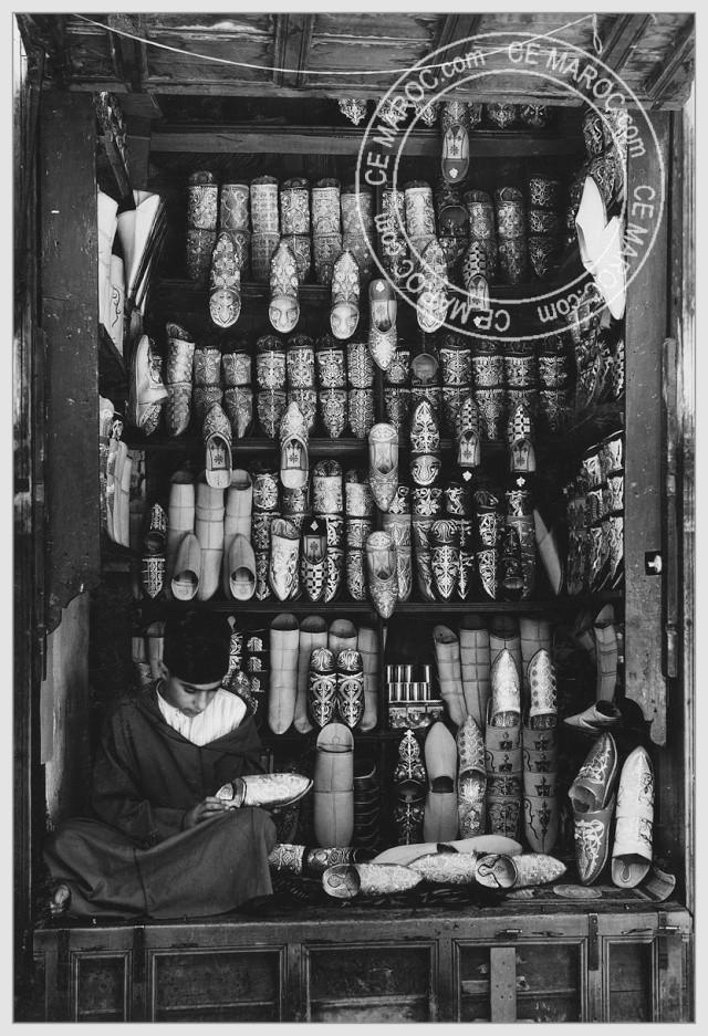 Fez : les tanneurs et l'artisanat du cuir. 15012
