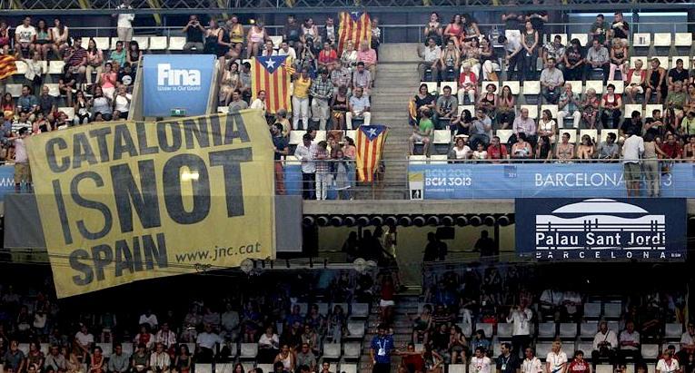 Otra de borregos: Pitan al himno nacional durante la inaguración de los mundiales de natación Catalo10
