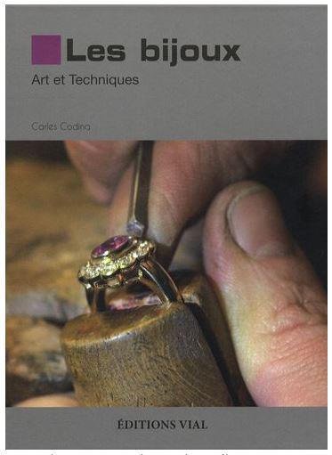 Bon livre pour decouvrir le travail du bijoutier Bij10