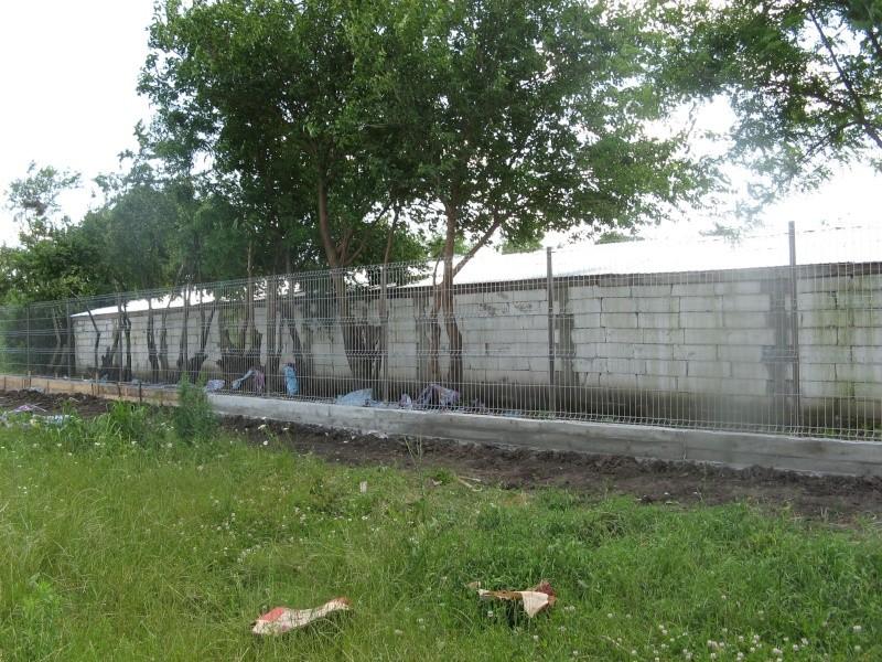 CONSTRUCTION D'UNE CLOTURE POUR LE REFUGE DE LENUTA Pictu112