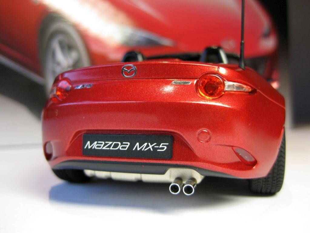 Mazda MX-5 Tamiya 1:24 gebaut von Paperstev 005_ba16