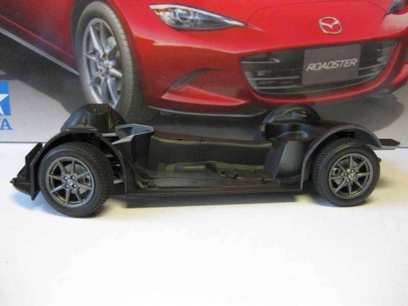 Mazda MX-5 Tamiya 1:24 gebaut von Paperstev 010_ba10
