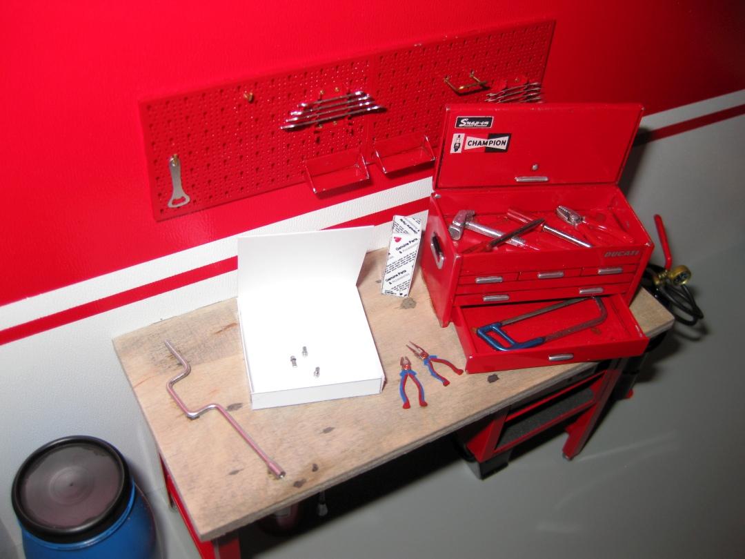 Werkstatt für die Ducati 1199 Panigale S von Tamiya 1:12 gebaut von Papaerstev - Seite 2 156_we10
