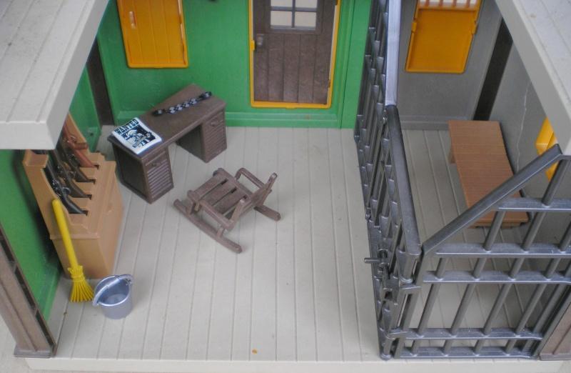 Möbel, Geschirr und ähnliche Kleinteile zur Figurengröße 7 cm Pm_37811