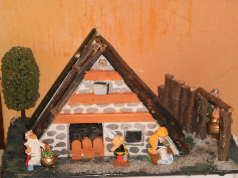 Les réalisations dioramas et vitrinettes kinder récup. Pict0014