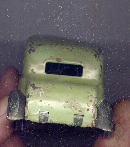 Besoin de votre avis sur une miniature-jouet pas courante 301_3110