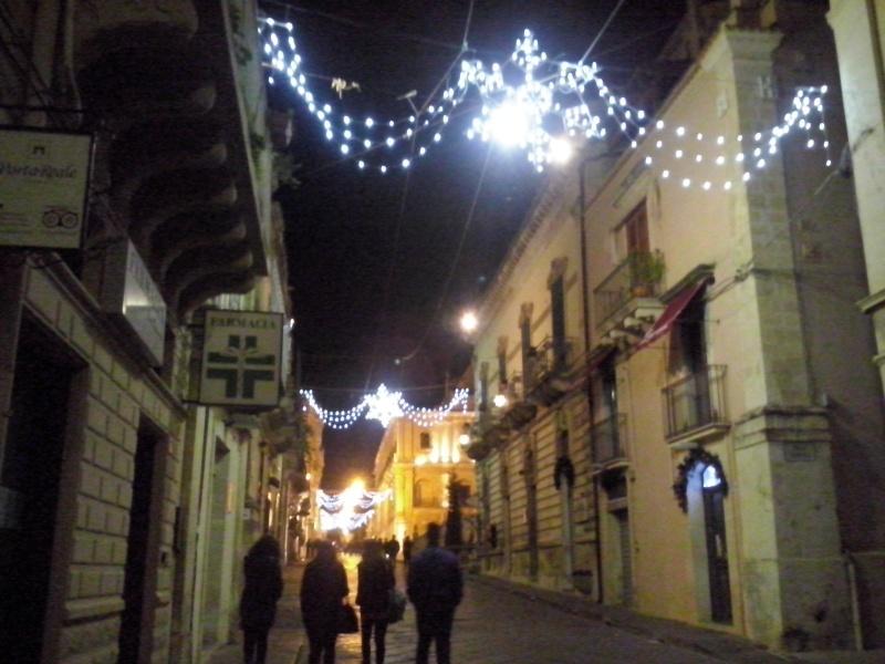 Luminarie natalizie in Italia e all'estero Cam00516