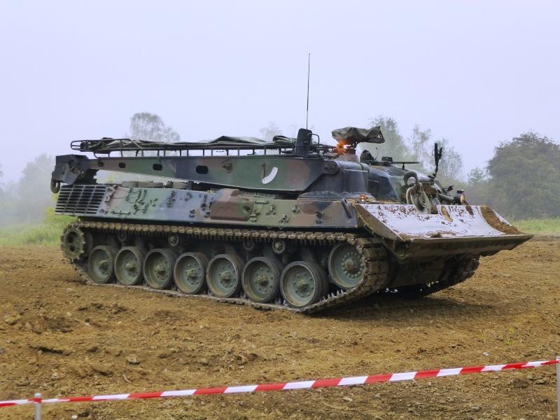 Véhicule de l'armée belge - Page 3 P1030312