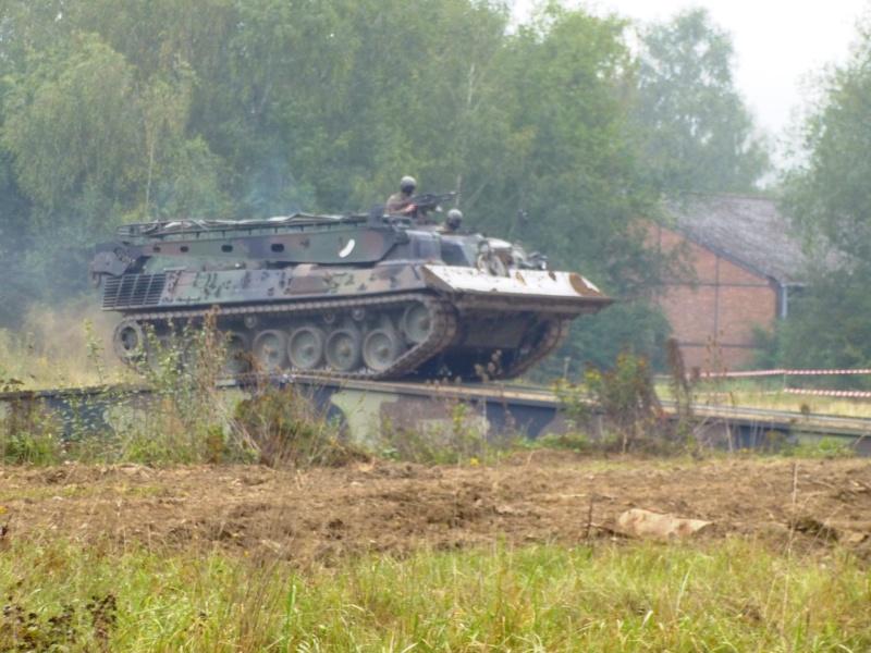Véhicule de l'armée belge - Page 3 P1030313