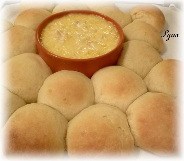 Couronne de pains briochés avec brie fondant Couron14