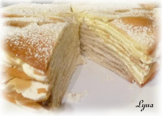 Gâteau étagé de gaufrettes (tuiles), sauce au sucre à la crème Gateau25