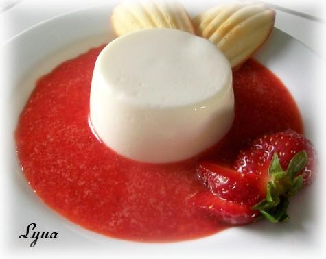 Panna Cotta légère au yogourt et coulis de fraises Panna_10