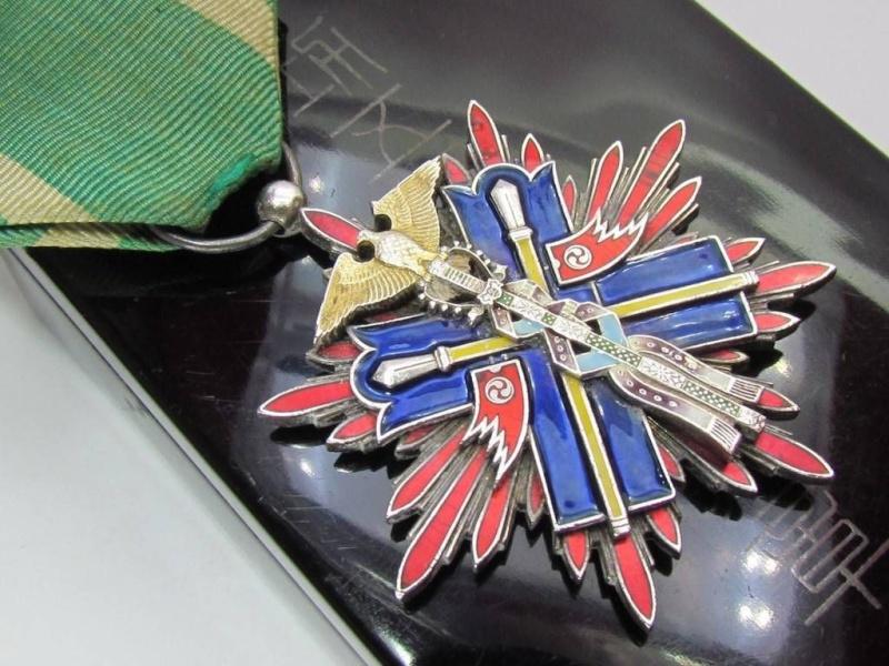 des médailles Faucon10