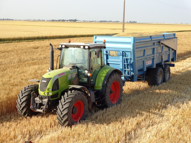 Claas arion 640 contre New Holland t6080 Dsc00213
