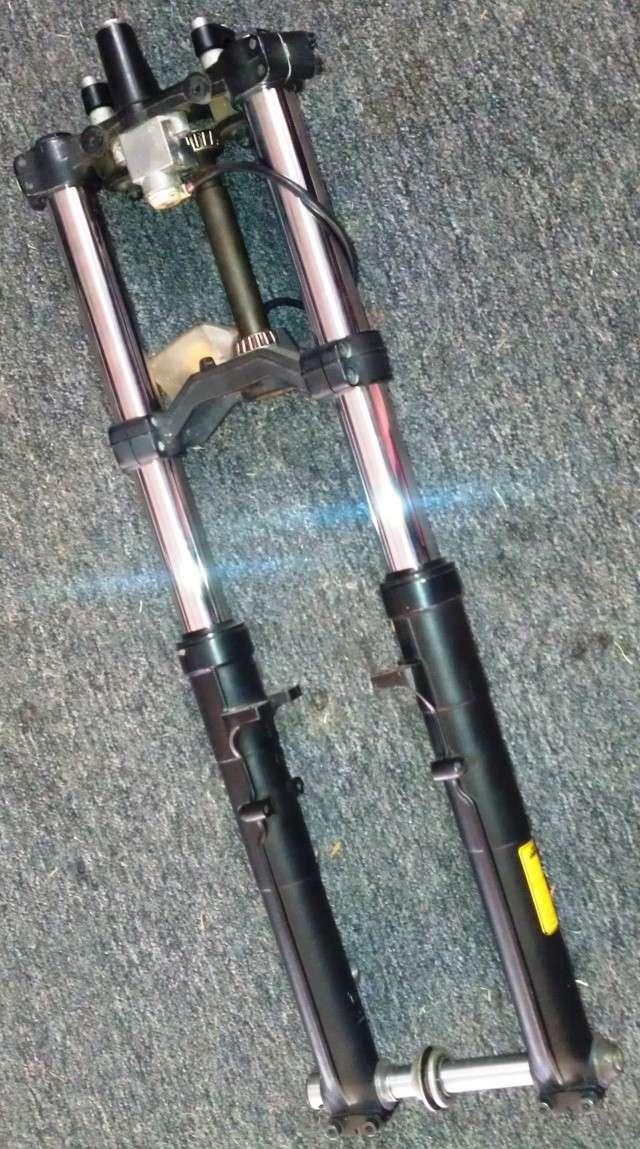 Marzocchi front fork set to fit 16V models, complete. Imag0636