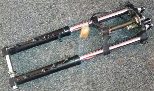 Marzocchi front fork set to fit 16V models, complete. Imag0637
