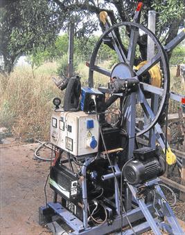 Un inventor de Vall d'Alba crea una maquina capaz de autoalimentarse con su propia energía 83126810