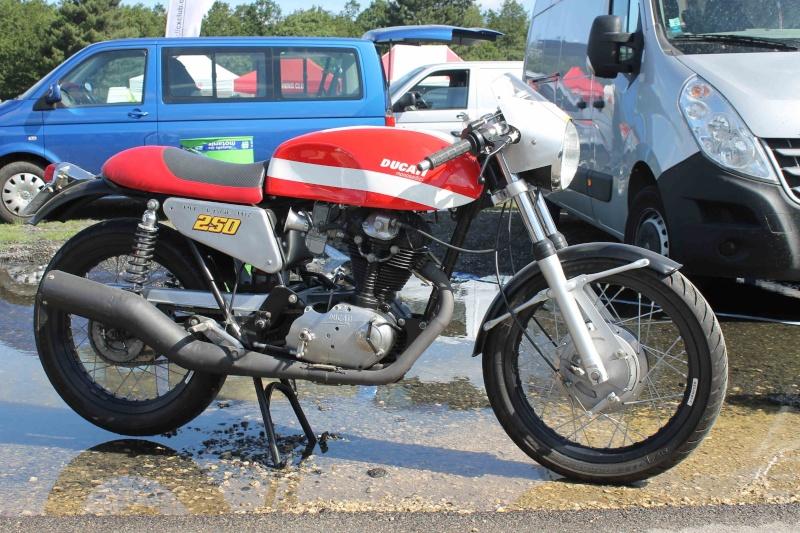 Ici on balance les Monos Ducati - Page 2 Img_2010