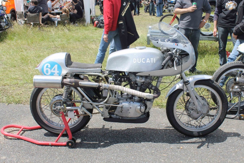 Ici on balance les Monos Ducati - Page 2 Img_2011