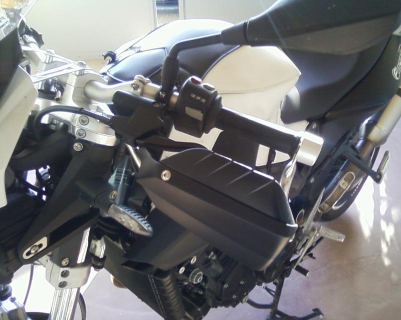 Adapter des protèges-mains de R1150GS sur notre F800R Photos10
