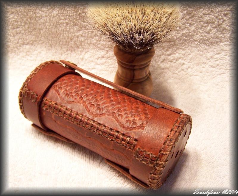 Accessoires en cuir pour le rasage - Page 2 100_0924