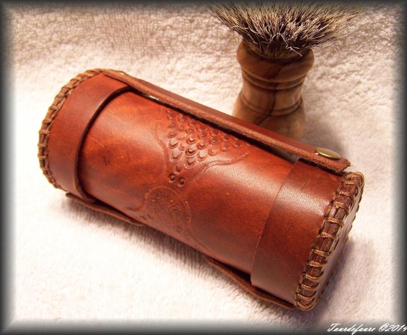 Accessoires en cuir pour le rasage - Page 2 100_0925