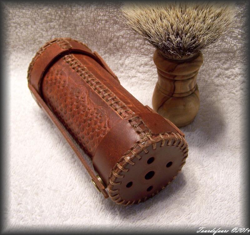 Accessoires en cuir pour le rasage - Page 2 100_0926
