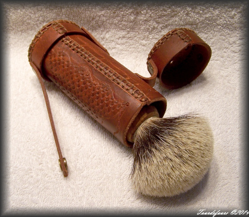 Accessoires en cuir pour le rasage - Page 2 100_0927