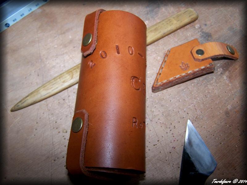 Accessoires en cuir pour le rasage - Page 2 Atui_b10